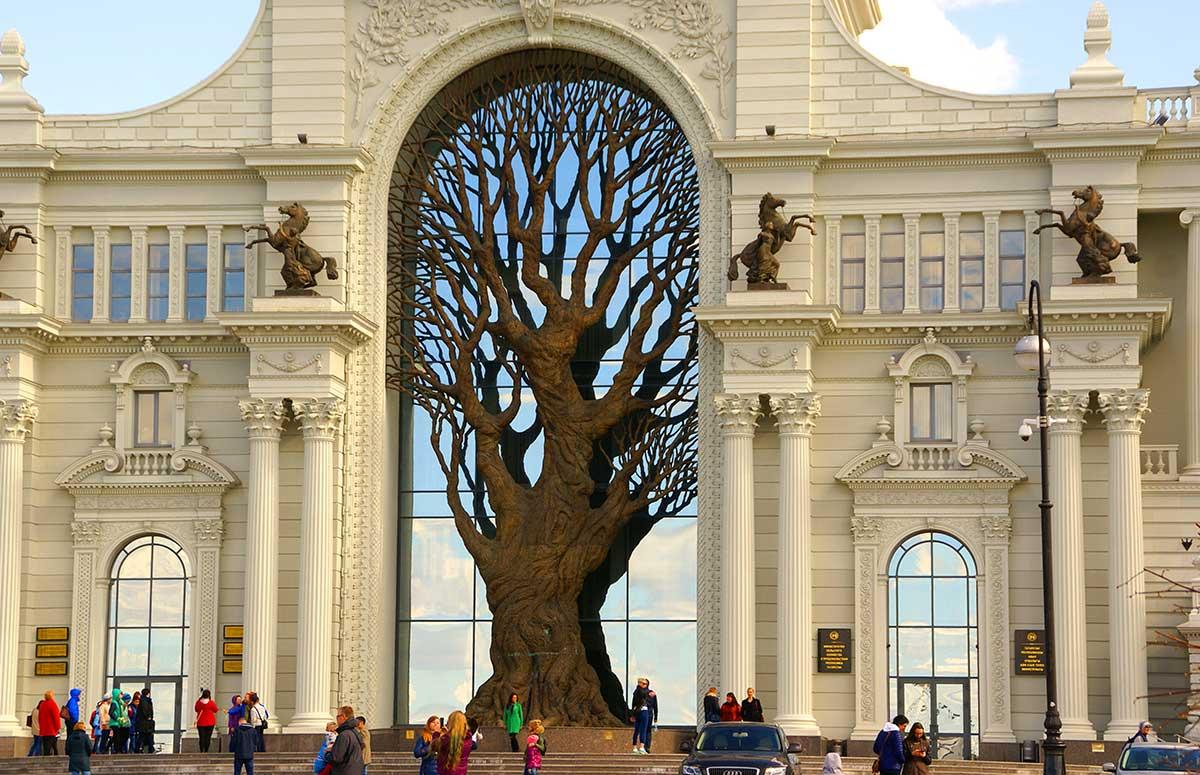 дерево дворец земледельцев - довольно необычное сооржуение