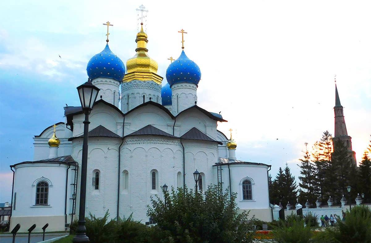 благовещенский собор казанского кремля казань привлекает своей архитектурой