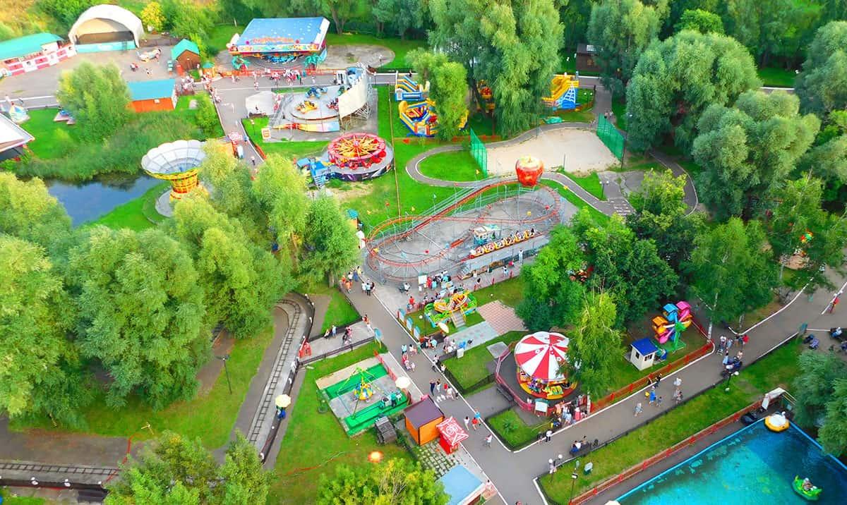 колесо обозрения в парке кырлай в Казани