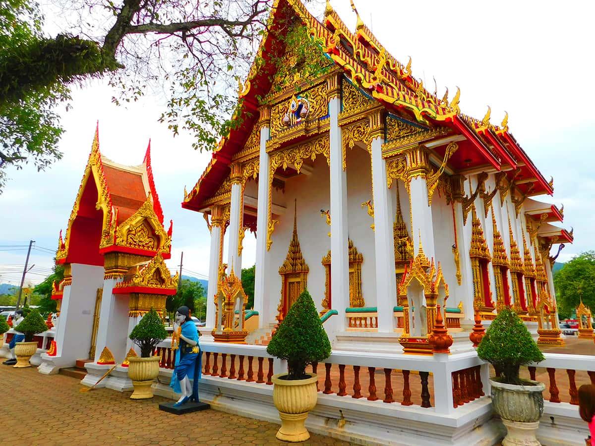 Великолепный, сказочный храмовый комплекс Ват Чалонг на Пхукете