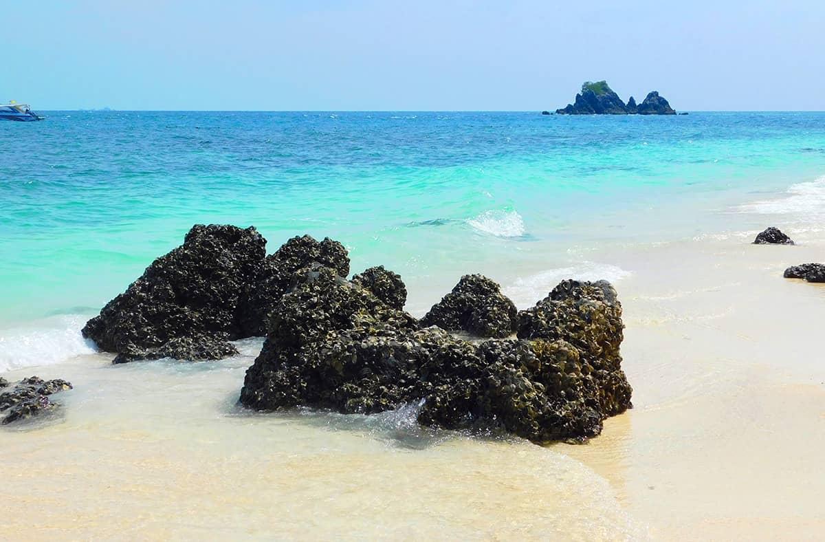 Небольшой остров Кхай Нок