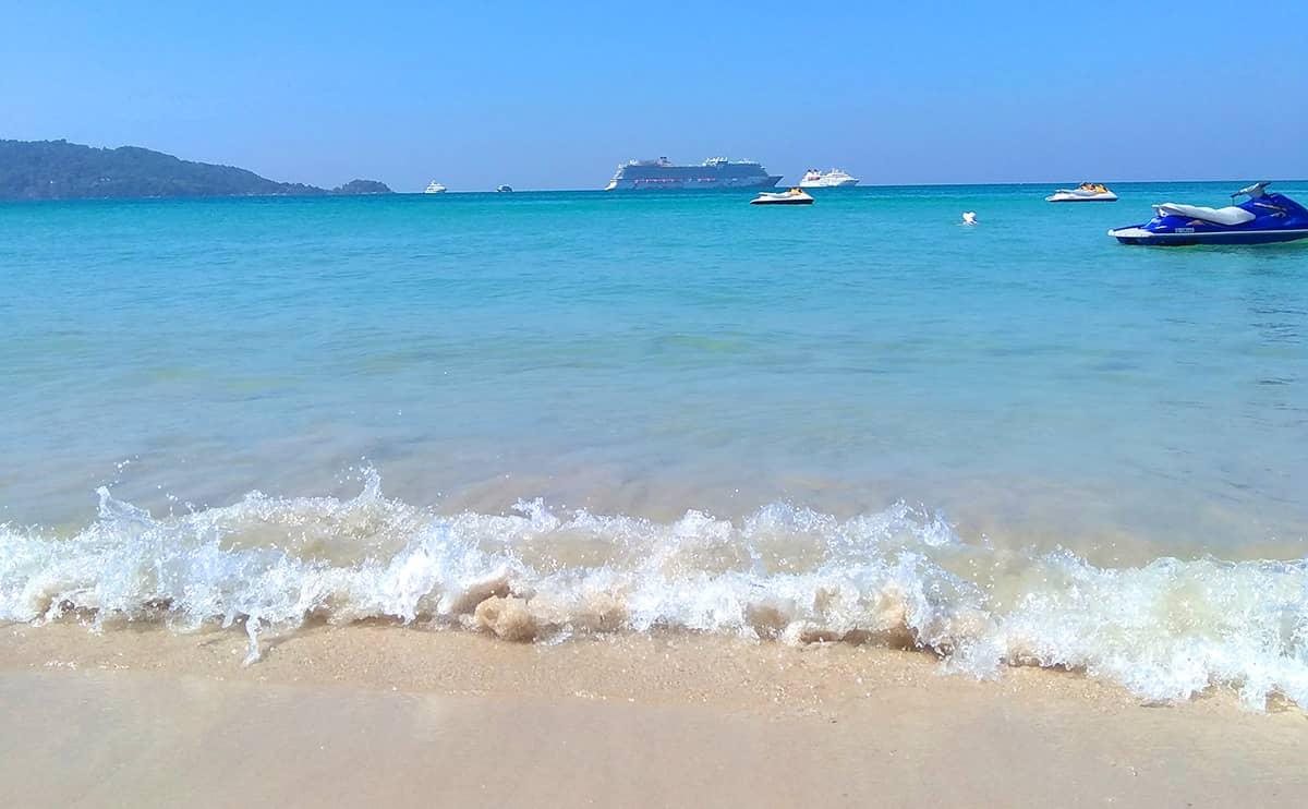 Популярный пляж Патонг