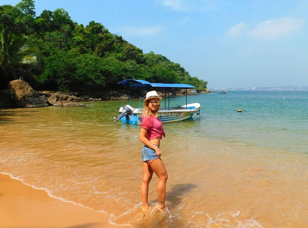 Русская девушка ведет блог о путешествиях