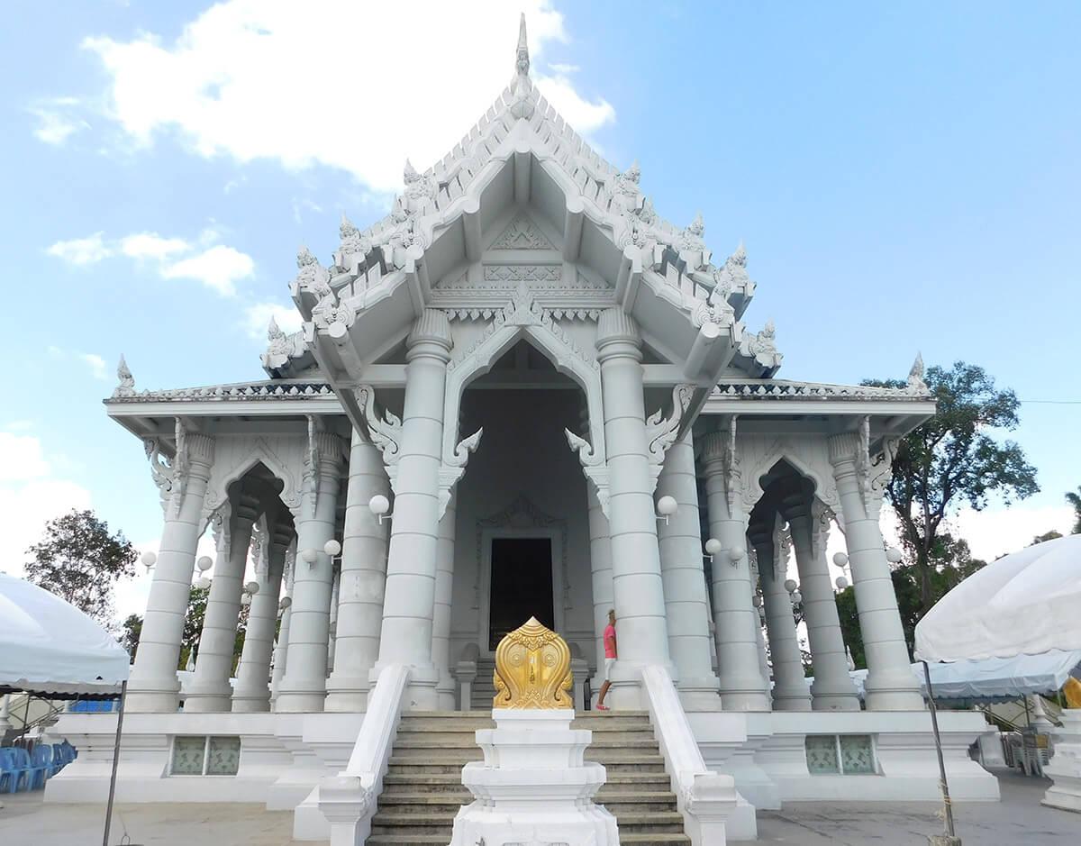 Буддийский белый Храм в Краби