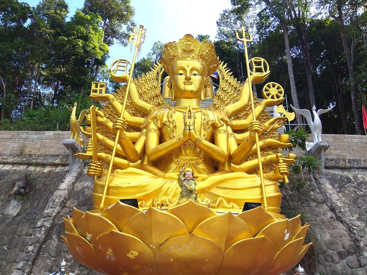 Храм на Ао Нанге в Краби