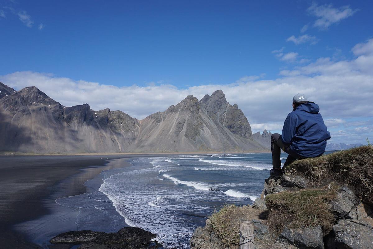 путешественница рассказывает про маршрут по исландии