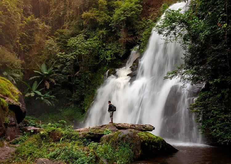 путешественник рассказывает про водопады лаоса